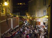 Ludzie ma obiadowy plenerowego w Lisbon Zdjęcia Royalty Free