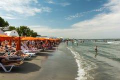 Ludzie ma zabawę na plaży Obraz Stock