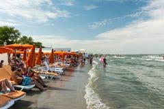 Ludzie ma zabawę na plaży Fotografia Royalty Free