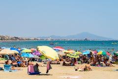 Ludzie Ma zabawę Na wakacje letni W Peniscola plaży Przy morzem śródziemnomorskim Fotografia Royalty Free
