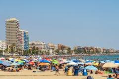 Ludzie Ma zabawę Na wakacje letni W Peniscola plaży Przy morzem śródziemnomorskim Zdjęcia Royalty Free