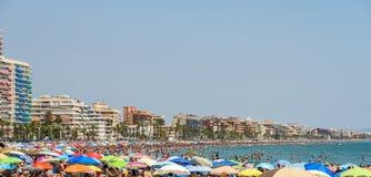 Ludzie Ma zabawę Na wakacje letni W Peniscola plaży Przy morzem śródziemnomorskim Zdjęcia Stock