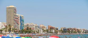 Ludzie Ma zabawę Na wakacje letni W Peniscola plaży Przy morzem śródziemnomorskim Zdjęcie Stock