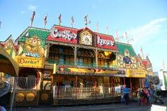 Ludzie ma zabawę przy zachodnie wybrzeże rozrywkami Karnawałowymi Obrazy Royalty Free