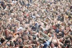 Ludzie ma zabawę przy koncertem podczas 23rd Woodstock festiwalu Polska Obrazy Stock