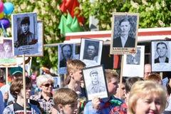 Ludzie na akci ` pułku nieśmiertelnym ` na zwycięstwo dniu zdjęcie royalty free