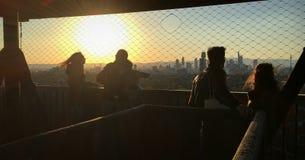 Ludzie na górze Goethetower w Frankfurt magistrali, Niemcy przed d Zdjęcie Stock