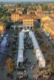 Ludzie na godach w historycznym centrum Spilamberto, Włochy Obrazy Stock