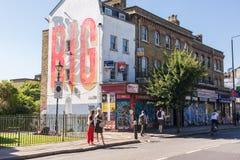 Ludzie na Hackney drodze w Bethnal zieleni, Wschodni Londyn obrazy royalty free