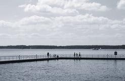 Ludzie na jetty Zdjęcia Stock