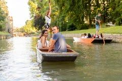 Ludzie na kanałach Cambridge, Anglia, Zjednoczone Królestwo Obrazy Stock