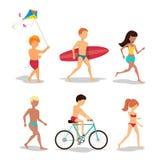 Ludzie na plaży w mieszkanie stylu projekcie Zdjęcie Royalty Free