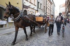 Ludzie na środkowej ulicie Warszawa Zdjęcie Stock