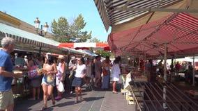 Ludzie na rynku w Ładnym w Francja zdjęcie wideo