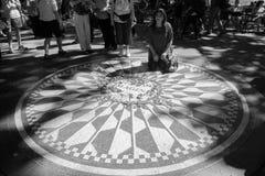 Ludzie na Strawberry Fields Zdjęcia Royalty Free