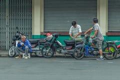 Ludzie na ulicie kraj azjatycki - Wietnam i Kambodża Zdjęcia Royalty Free
