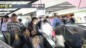 Ludzie Obciosują metro w Szanghaj zbiory wideo