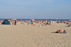 Ludzie odpoczywa na plaży Zdjęcia Stock