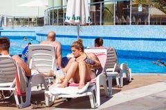 Ludzie odpoczywa w hotelu Obrazy Royalty Free