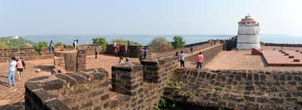 Ludzie odwiedza fort Aguada na Goa, India Obraz Stock