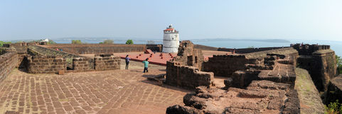 Ludzie odwiedza fort Aguada na Goa, India Fotografia Royalty Free