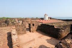 Ludzie odwiedza fort Aguada na Goa, India Obrazy Royalty Free