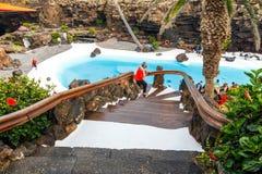 Ludzie odwiedza powulkaniczną jamę w Jameos Del Agua, Lanzarote, wyspy kanaryjska, Hiszpania Fotografia Royalty Free