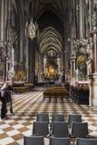 Ludzie odwiedza St Stephen katedrę w Wiedeń Fotografia Royalty Free