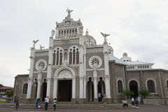 Ludzie odwiedzają bazylikę De Nuestra Senora de los Angeles w Cartago w Costa Rica fotografia royalty free