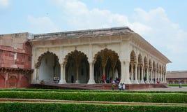 Ludzie odwiedzają główną sala przy Agra fortem w Agra, India Obraz Royalty Free