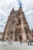 Ludzie odwiedzają katedrę Nasz dama w Strasburg Fotografia Royalty Free
