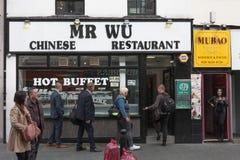 Ludzie odwiedzają Mr Wu Chińską restaurację na Wardour ulicie zdjęcie stock