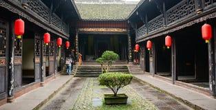 Ludzie odwiedzają Miao dom przy Fenghuang Antycznym miasteczkiem w Hunan, Chiny Fotografia Royalty Free
