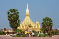 Ludzie odwiedzają Pha Który Luang stupa w Vientiane, Laos Obraz Stock