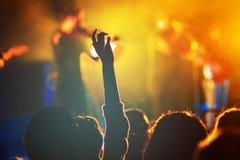 Ludzie ogląda żywego koncert Zdjęcia Royalty Free