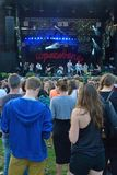 Ludzie ogląda szeregowi członkowie ruchu skrzykną w występie Fotografia Royalty Free