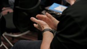 Ludzie oklaskuje przy konferencją w audytorium zbiory wideo