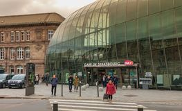 Ludzie opuszczają dworzec w Strasburg zdjęcia stock