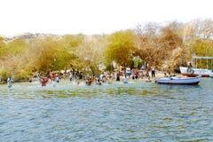 Ludzie pływania w Nil rzece Aswan, Egipt Zdjęcia Royalty Free
