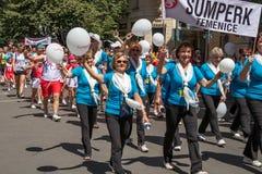 Ludzie paraduje przy Sokol festiwalem w ulicach Praga obraz royalty free