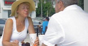 Ludzie Pije kawę i Je w Coffeehouse zbiory
