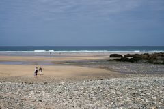 ludzie plażowi chodzić Zdjęcia Royalty Free