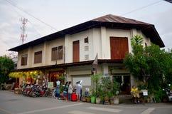 Ludzie podróżują starego domowego tajlandzkiego styl i odwiedzają przy Kad Kong Koa lub Fotografia Royalty Free