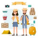 Ludzie podróży para z plecaka i wyposażenia setem iść trav Obraz Stock