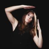 Ludzie pojęć - nastoletnia dziewczyna robi niemądrej twarzy Zdjęcie Royalty Free
