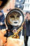 Ludzie pozuje w luksusowym kostiumu przy Wenecja, Włochy 2015 Fotografia Royalty Free