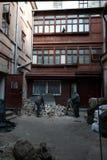 Ludzie prac Ulica w mie?cie Lviv Ukraina 03 15 19 fotografia stock