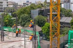 Ludzie pracownika budowlanego przy budową obrazy royalty free