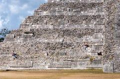 Ludzie pracuje przy przywróceniem El Castillo w Chichen Itza Obraz Royalty Free