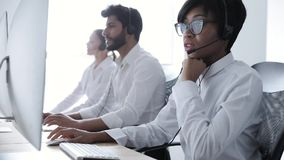 Ludzie pracy Przy kontaktu centrum Kobieta W słuchawki działaniu zbiory